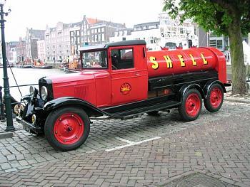 Old Trucks-chevrolet_shell_tank_truck_1.jpg