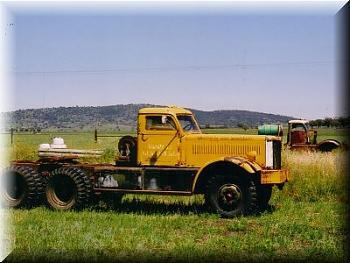 Old Trucks-1942-diamond-t-model-980john-currey.jpg