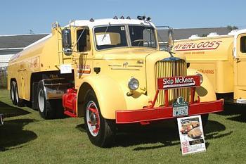 Old Trucks-mack-1.jpg