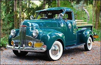 Old Trucks-studebaker__pickup_museum.jpeg