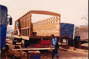 Wood cars could be the future!-cocoa-truck-suame1.jpg