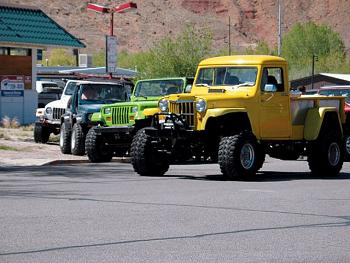Old Trucks-154_0706_10_z-1947_1965_jeep_willys_truck-front_view.jpg