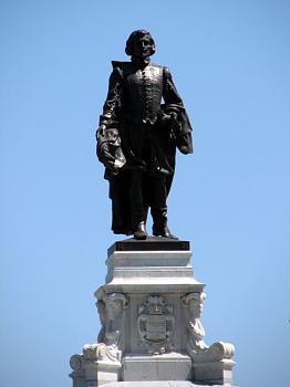 Famous Canadians-quebec-city-statue-samuel-de-champlain-4638.jpg