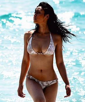 Let's talk Bikinis-tak_bongkod_kongmalai.jpg