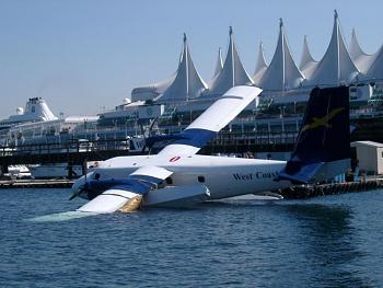 Aviation People-seaplane_wing_in_water.jpg