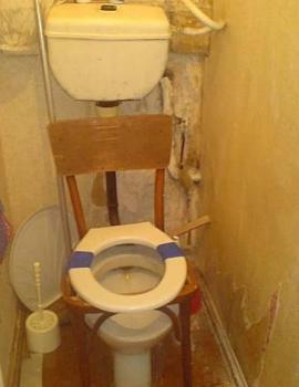 Wobbly Toilet-09.jpg