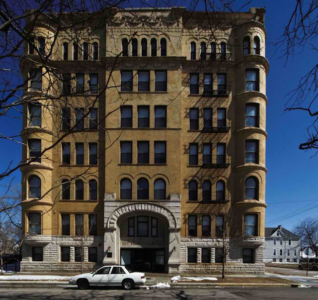 The Forum Apartments: Chicago, Illinois: Yale Apartments Photo, Picture, Image