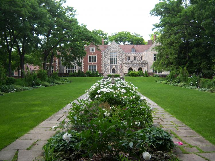 Discover the serenity of the past at Salisbury House and Gardens
