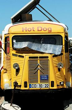 Sarah Palin launches bus tour-hot_dog_van_-citoen_type_h-.jpg