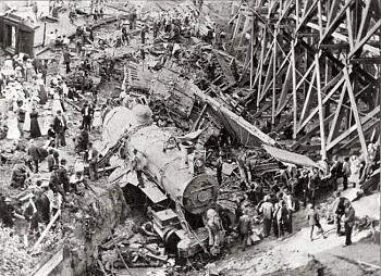 Gloria Allred -  Cain offered client 'his idea of a stimulus package'-new_locomotive_wreck-crazy-train-crash.jpg
