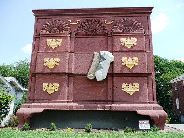 High Point, North Carolina: World's Largest Chest of Drawers photo ...