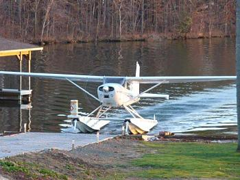 "Virtual pub ""With a little help from my friends""-cessna-185-amphibs.jpg"
