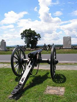 FATHER's DAY . . .what ya get?-antique-cannon-us-civil-war-field-piece-gettysburg-picketts-charge.jpg