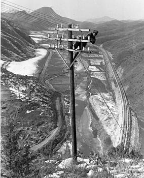 The Forgotten War-1951-korean_war_signaleer_on_pole.jpg