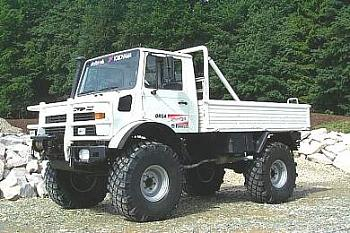 "Virtual pub ""With a little help from my friends""-unimog.jpg"