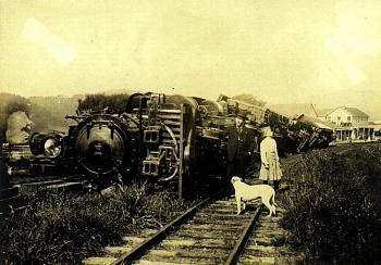 tsunami/quakes-1906_earthquake_train.jpg