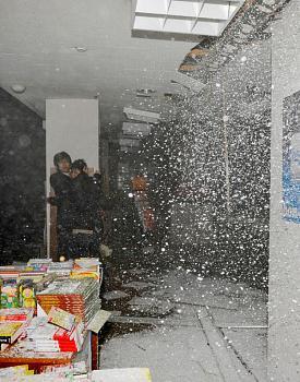 tsunami/quakes-rtr2j.jpg