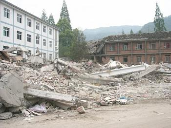 tsunami/quakes-zhen-damage-bldg-6.jpg