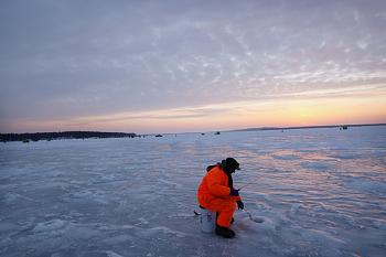 The Google Free Picture Thread-world-biggest-ice-fishing.jpg