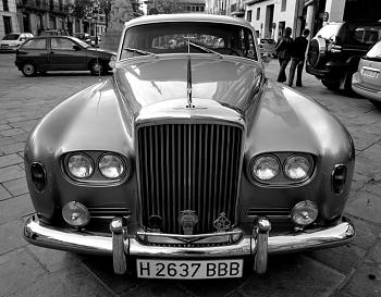 Photos of Autos/Buildings-bentleys3sm.jpg