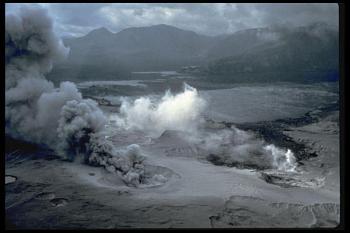 Lava rock-msh80_spirit_lake_pumice_plain_phreatic_explosions_05-29-80.jpg
