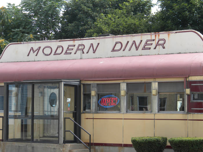 Pawtucket rhode island modern diner photo picture image for Diner picture