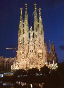 Most Iconic Building-la_sagrada_familia1-wallpaper.jpg