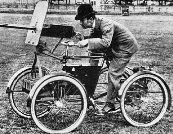 bikes-f.r.-simms-motor-scout-1898-maxim-gun-de-dion-bouton-quadricycle-1st-gas-powered-afv.jpg
