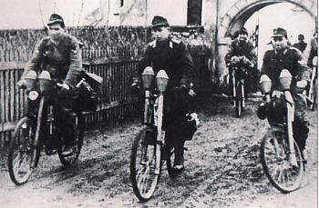 bikes-german-ww2-panzerfaust-bicycle-troops.jpg