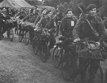 bikes-uk-ww2-bicycle-bsa-airborne-everest-carriers-after-d-day-1944_sm.jpg