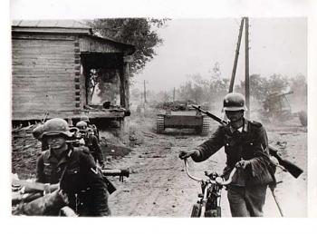 bikes-german-ww2-bicycle-infantry-soviet-svt-40-semiautomatic-rifle.jpg