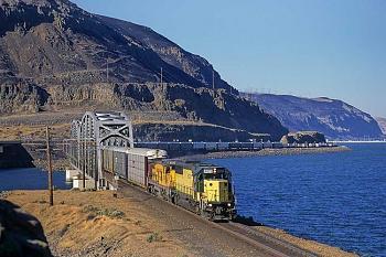 Amtrak railroad travel.-dallesdamaug97.jpg