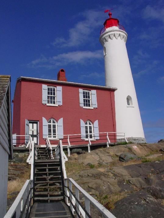 Fisgardlighthouse03