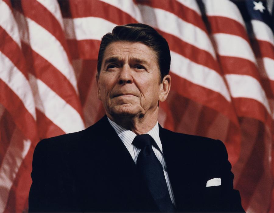 Reagan With Flag Bckgrnd
